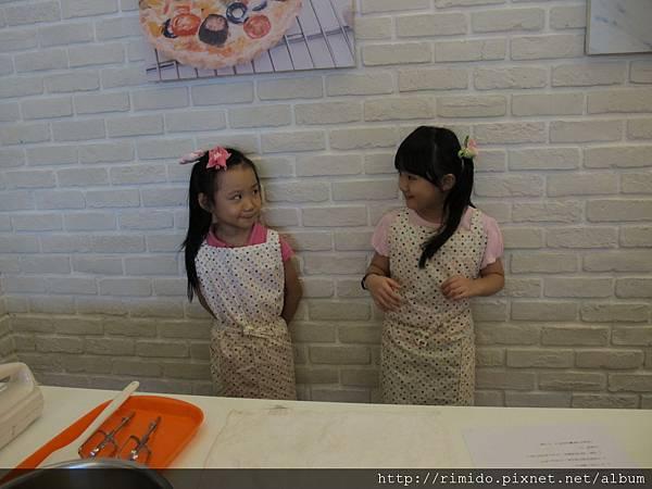 可愛妹妹做蛋糕-1