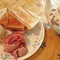 組合早餐(馬鈴薯沙拉+烤培根+烤香蒜吐司