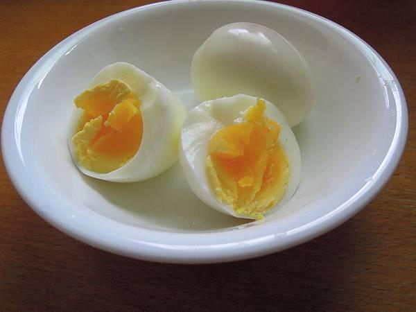 電鍋蒸的白煮蛋