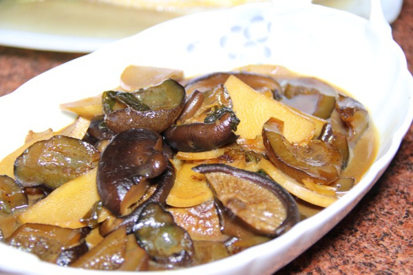 竹筍香菇燴海蔘