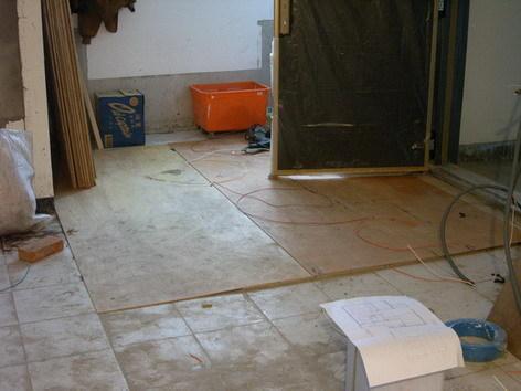 玄關蓋了木板