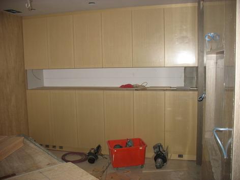 客廳大收納櫃幾乎完成