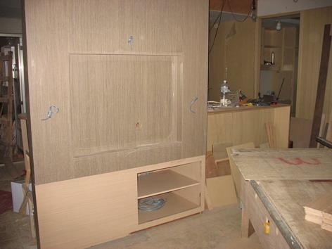 電視牆與音響櫃幾乎完成