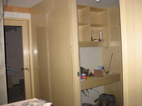 客臥室外收納櫃關門後