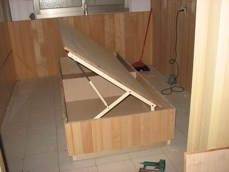 客房木工師傅訂做的單人掀床