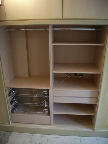 衣櫃中間兩櫃