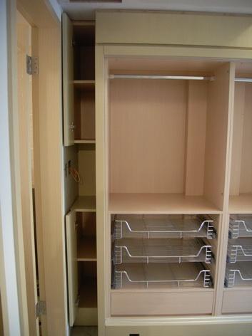 衣櫃左邊櫃與小小櫃