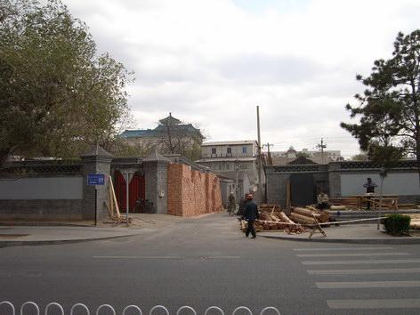 0420 改建中的材料隨意堆在巷口