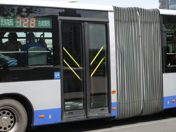 公車門邊的標示