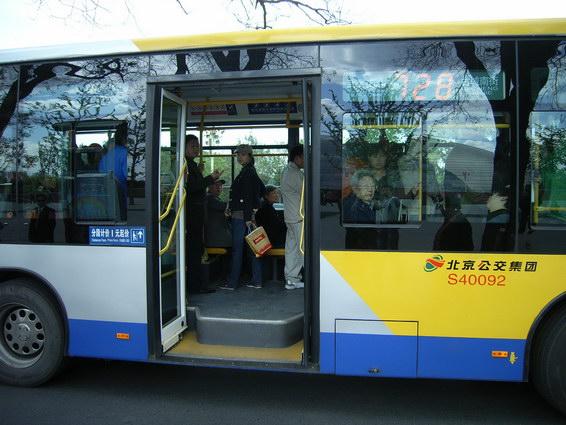 公車門邊的價格標示