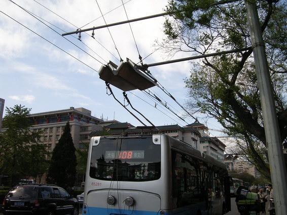 公車接電中