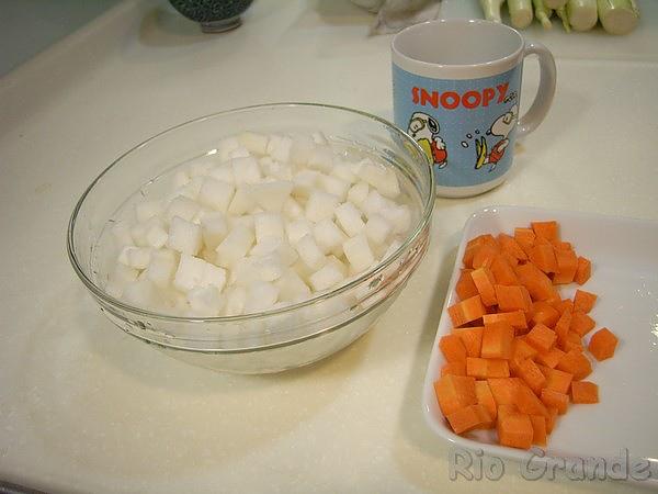 990506 干貝蘿蔔湯的紅白蘿蔔