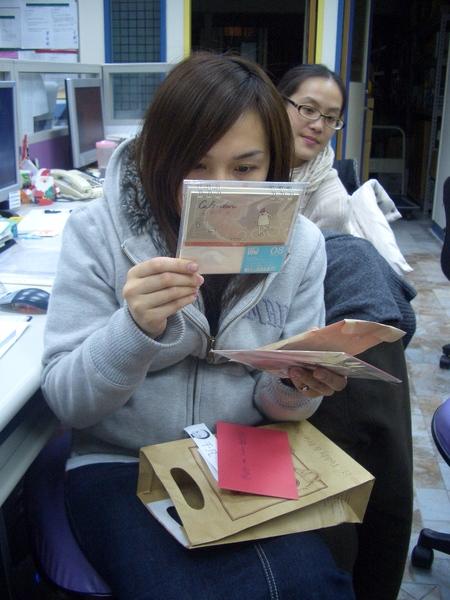 小美抽到的福袋東西很多!很棒呢!