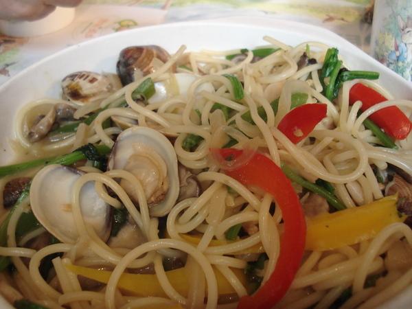蒜味奶油蛤蜊麵