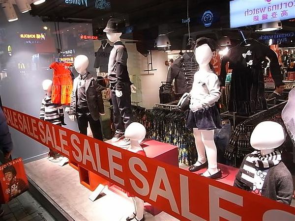 H&M櫥窗.JPG