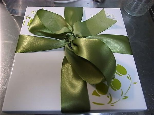 [11M29D]漂亮的蛋糕盒.JPG
