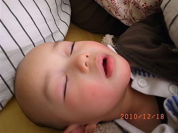 [1Y1M]睡得熟.JPG