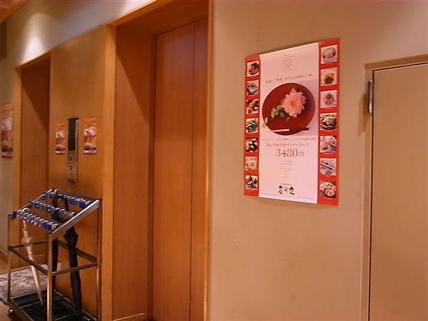 一出電梯口就是電梯口.JPG