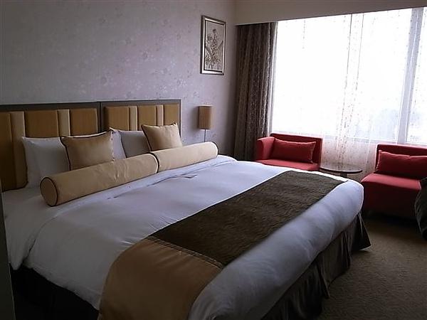 花園酒店床.JPG