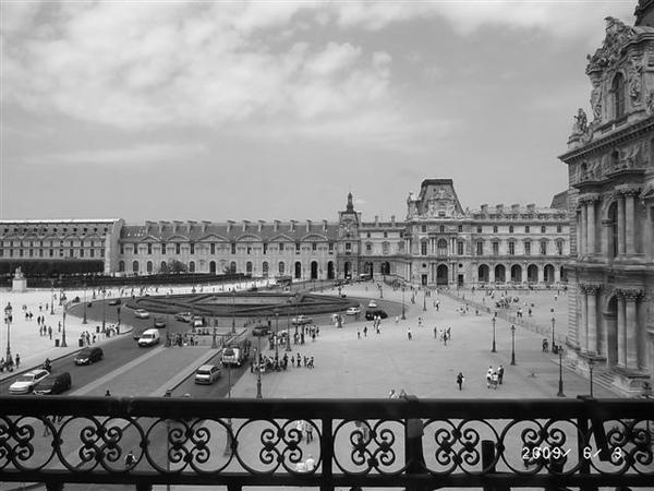 D816羅浮宮窗外景色.JPG