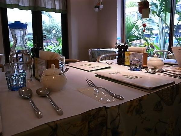 綠芳園餐桌.JPG