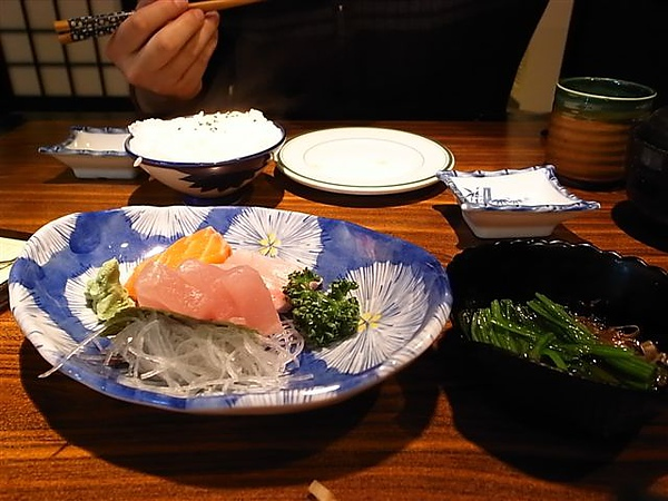 魚心生魚片定食.JPG
