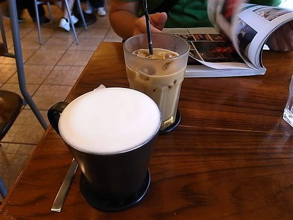 鍋子咖啡熱伯爵奶茶.JPG