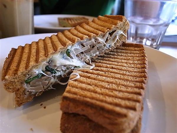 鍋子咖啡磨菇三明治.JPG