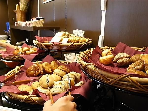 super hotel早餐麵包.JPG