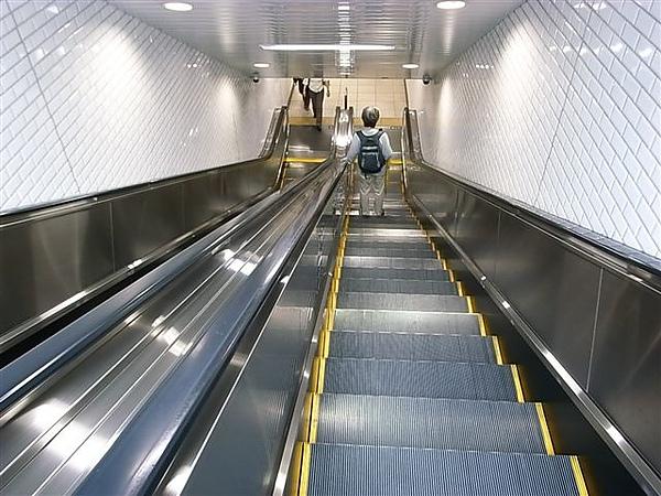 池袋C6出口有電扶梯.JPG