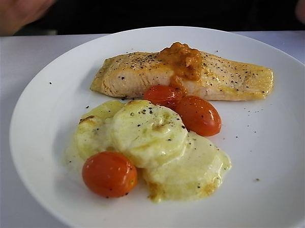 鮭魚主餐.JPG