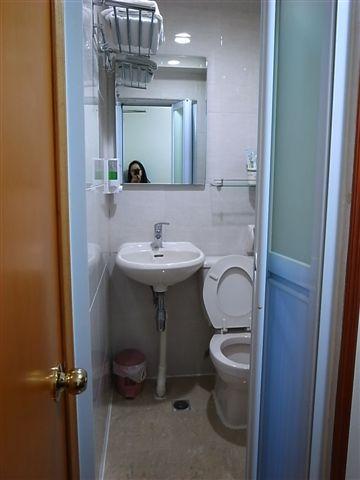 泰山賓館超小衛浴.JPG