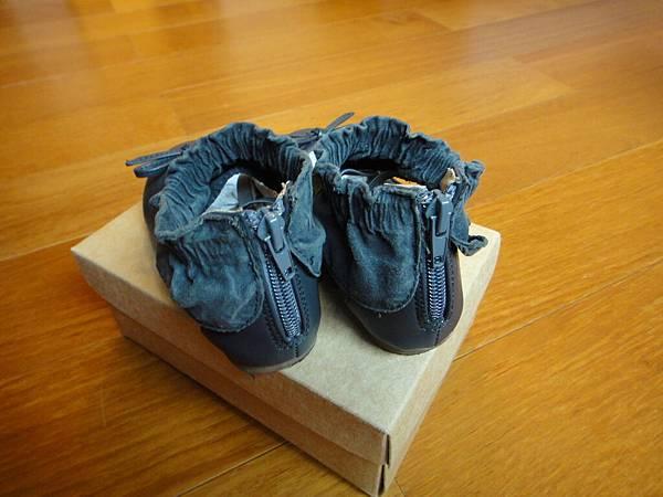 二手鞋子難免會有一些磨損,不介意在購買喔!