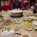 第一天晚上9點多的晚餐.菌王鍋.JPG