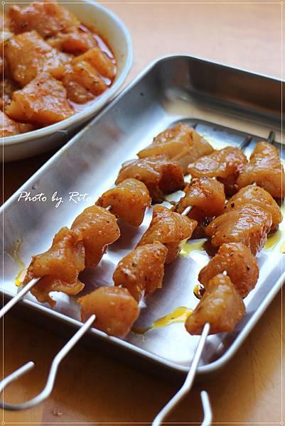 雞肉串佐酪梨沾醬