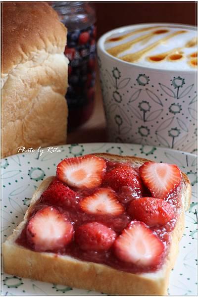 金牌牛奶吐司佐草莓果醬