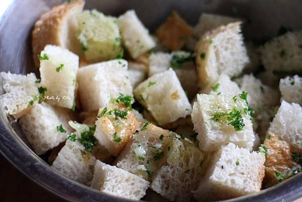 香蒜麵包丁