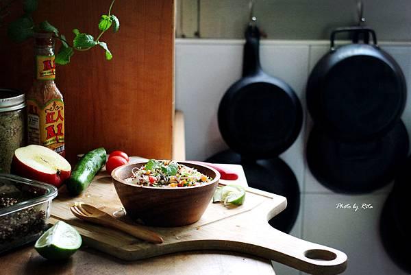 雞肉、藜麥與多種蔬菜