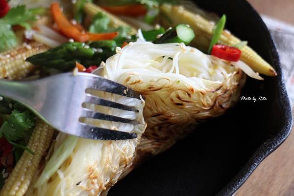 亞洲風味炒蔬菜配酥脆麵線煎