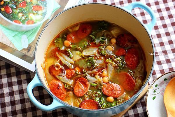 綠意盎然的湯:鷹嘴豆、蔬菜與西班牙臘腸