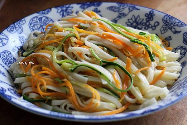 鯷魚櫛瓜麵