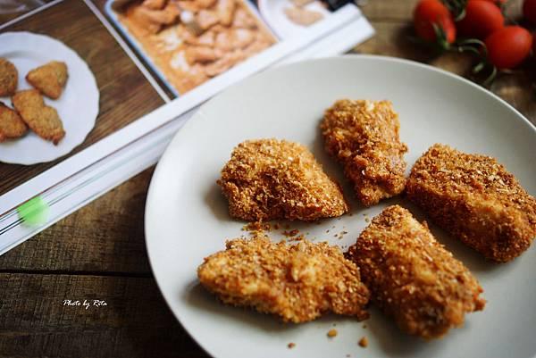 不馬虎雞塊裹紅椒粉與帕瑪森乾酪脆皮