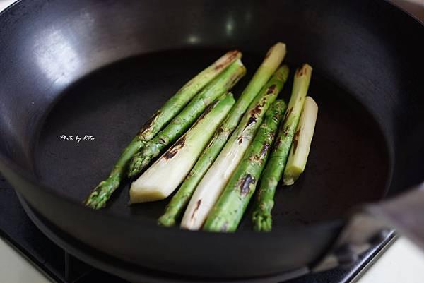 雞肉串佐薄荷豌豆庫斯庫斯與炙燒蘆筍