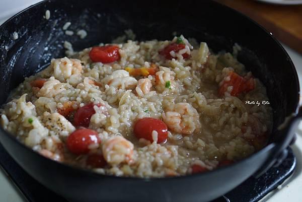 蝦仁茴香燉飯佐酥脆五花培根與辣椒香鬆