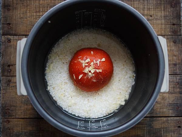整顆番茄飯