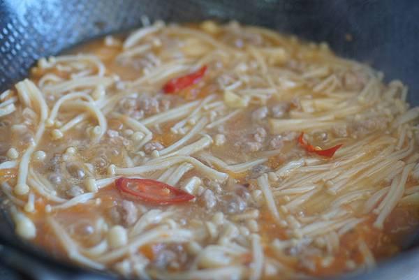 茄汁肉末金針菇
