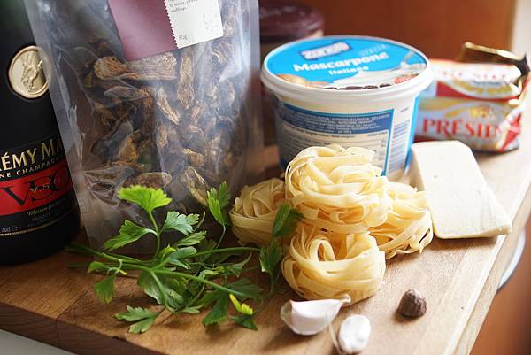 緞帶麵,蘑菇、馬沙拉酒和馬斯卡邦起司