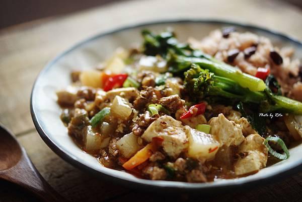 中式豆腐牛肉煲配紅豆飯佐花椒