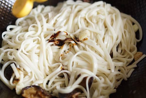 芝麻香菇炒麵