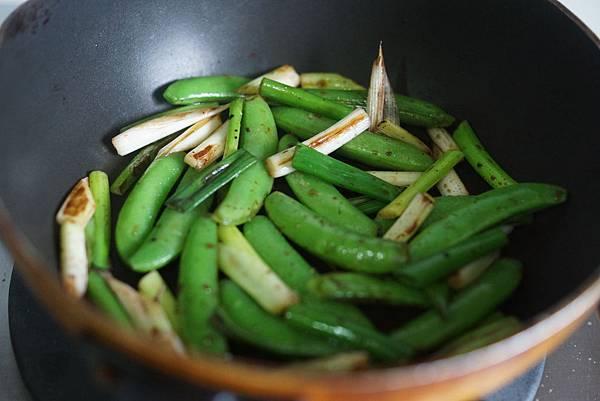 香酥芝麻鮪魚與甜豆莢